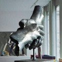 Escultura amistad en bronce azul